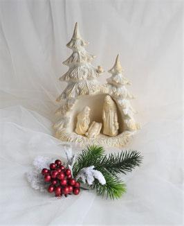 Tannenbaum mit Krippenfiguren