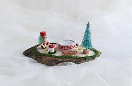 Baumscheibe mit rotem Zinnsoldat, Tanne und Teelicht