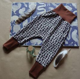 Hapilu Hose mit Seitentaschen 80-100,  Schokobraun mit braun/creme Giraffe