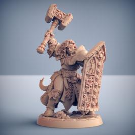 Sonnenorden Fanatikerin mit Hammer und Turmschild