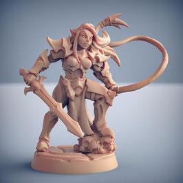 Dunkelelf Kriegerin mit Langschwert und Peitsche