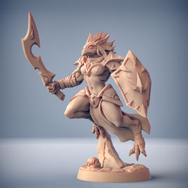 Greifenmensch Kriegerin mit Schwert und Schild