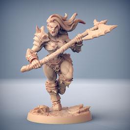 Ork Kriegerin mit Zweihand Axt
