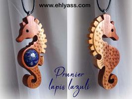 Amulette Grand Hippocampe en bois + Pierre
