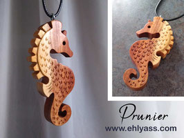 Amulette Grand Hippocampe en bois (2)