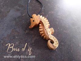 Amulettes Hippocampe sculptées (plusieurs bois)
