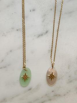 collier motif étoile du nord et nacre