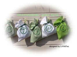 Bezaubernder Adventskalender  aus Baumwollstoff in grün-weiß.