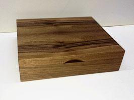 Schatulle aus Holz für Füller, Einteilung mit Stoff verkleidet.