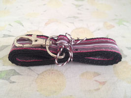 Schlüsselband mit rosa Streifenmuster