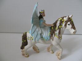 Bayala Eyela auf Pferd, 2011