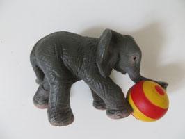Schleich Elefant mit Ball 2003