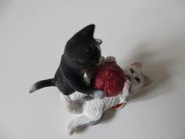 Schleich Katzenjungen mit Wollknäuel, 2012