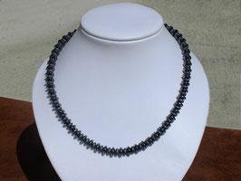 Colliers en diverses pierres à choisir dans nos magasins