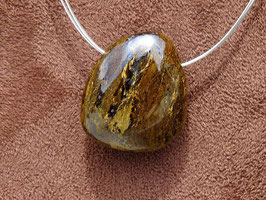 Bronzite en pierres percées