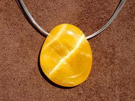 Calcite orange en pierres percées