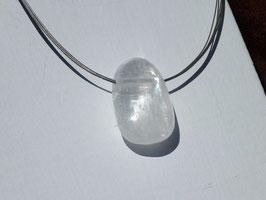 Calcite blanche en pierres percées