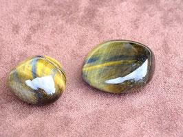 Oeil-de-tigre-et-faucon en pierres rouleés