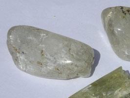 Hiddénite en pierres roulées