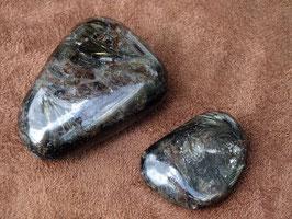 Astrophyllite en pierres roulées