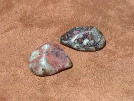 Eudialite en pierres roulées