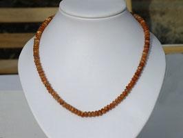 Collier en pierre de soleil (B054)