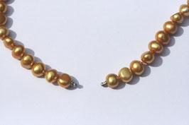 Perlenkette mit Goldschimmer