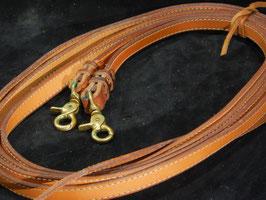 Coutures de décoration sur rênes