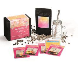 """Geschenkbox """"Bubble Tea Box"""" inkl. Trinkglas mit Schraubdeckel, Trinkhalm, Reinigungsbürste, 1 Tüte à 250g Tapiokaperlen und 5 Rezeptkarten"""