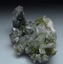ガーデンクォーツ 19g [Green Chlorite in garden Quartz ]サイズ:タテ2.4、ヨコ4.2、奥行き3.2cm                 産地;パキスタン  カーラーン、バロチスタン、,  Kharan, Balochistan, Pakistan,
