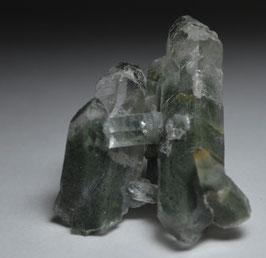 ガーデンクォーツ 8g         [Green Chlorite in garden Quartz ]         サイズ:タテ3.5cm、ヨコ2.7cm、奥行き1.5cm                                      産地;パキスタン カーラーン、バロチスタン、          Kharan, Balochistan, Pakistan,