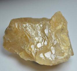 Sold Outアストロフィライト入りザギマウンテンクォーツ114g {Astrophyllite} サイズ:タテ4cm、ヨコ6.5cm、奥行き4.3cm 産地: Zagi Mountain, Hameed Abad Kafoor Dheri, Peshawar, Khyber Pakhtunkhwa, Pakistan