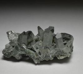 ガーデンクォーツ 7g         [Green Chlorite in garden Quartz ]         サイズ:タテ1.5cm、ヨコ3.5cm、奥行き2cm                                      産地;パキスタン カーラーン、バロチスタン、          Kharan, Balochistan, Pakistan,