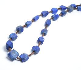 ラピスラズリ [Lapis lazuli]        ハンドメイドネックレス