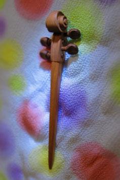 桜の木で作った「バイオリンのかんざし」