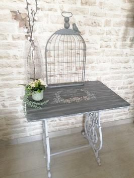 Table avec pied de machine à coudre/ vendu