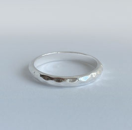 Silberring 925 mit strukturierter Oberfläche, schmal