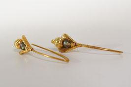 """""""Knospe"""" Ohrhänger in Silber 925 vergoldet mit Labradorit"""