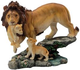 Löwe mit zwei Jungen