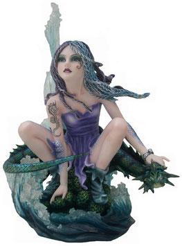 Elfe auf Welle mit Drachen