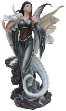 Elfe stehend mit Drachen