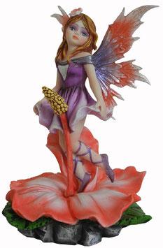 Elfe auf Blume