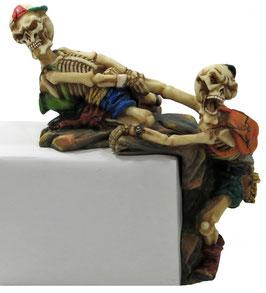 Zwei Skelett Kante am Bergsteigen