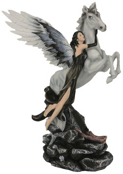Elfe fliegt mit Pegasus