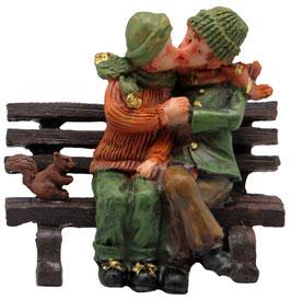 Miniatur Liebespaar auf Bank