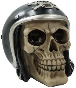 Schädel mit Motorradhelm