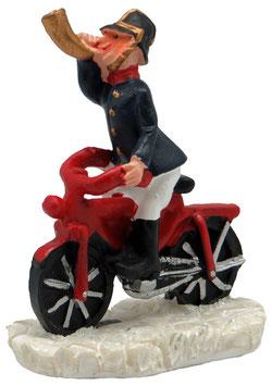 Miniatur Feuerwehrmann auf Fahrrad