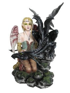 Elfe kniend mit Drachen