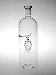 Flasche mit klarer Traube Inhalt 0,7 L. Höhe ca 245 mm