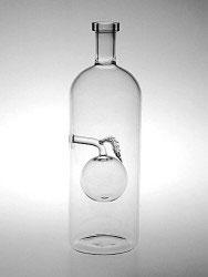 Flasche mit klarem Apfel Inhalt 0,7 L. Höhe ca 245 mm